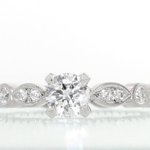 Diamond solitaire engagment ring with Marquise band