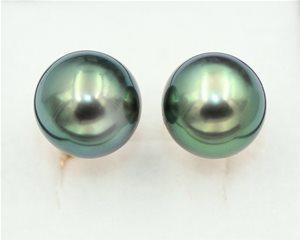 Black pearl stud