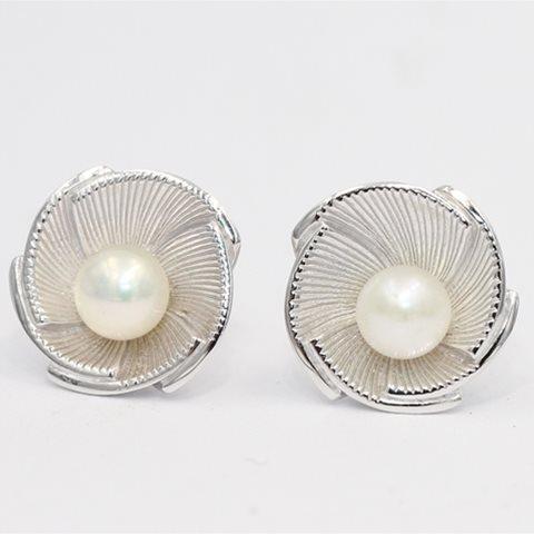 Pearl silver stud