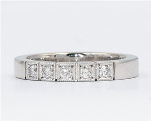 Diamond millgrain band