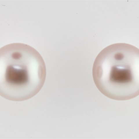 Natural colour pearl stud
