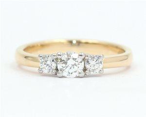 Three diamond claw set