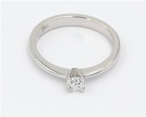 Fine single diamond ring